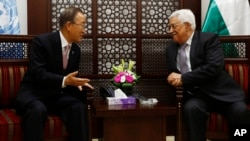 លោកប្រធានាធិបតីប៉ាឡេស្ទីន Mahmoud Abbas (រូបស្តាំ) ជួបជាមួយលោកអគ្គលេខាធិការអង្គការសហប្រជាជាតិ លោក Ban Ki-moon នៅក្នុងក្រុង Ramallah តំបន់ West Bank កាលពីថ្ងៃទី២១ ខែតុលា ឆ្នាំ២០១៥។