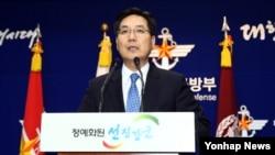 김민석 한국 국방부 대변인이 11일 용산 국방부에서 무인기 중간조사결과를 발표하고 있다.