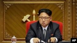 រូបឯកសារ៖ មេដឹកនាំកូរ៉េខាងជើងលោក Kim Jong-Un។ មន្ទីរបញ្ចកោណបាននិយាយថា កូរ៉េខាងជើងបានបាញ់បង្ហោះគ្រាប់រ៉ូកែតផ្លោងមីស៊ីលបរាជ័យម្តងទៀត។
