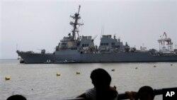 Tàu khu trục có phi đạn đạn đạo USS Paul Hamilton của Mỹ cập cảng Manila vào ngày 31 tháng 5, 2013.