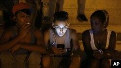El Gobierno había autorizado este año la comercialización de Internet en los hogares y decidió ampliar la cifra de puntos públicos de conexión WiFi.