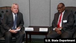 존 설리번 미국 국무부 부장관과 디르데리 모하마드 아메드 수단 외무장관이 지난 9월 뉴욕 유엔본부에서 회담했다.