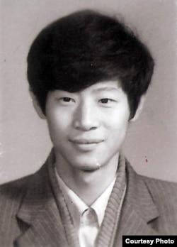 南京大学生吴建民在1989年(1989年,吴建民提供)