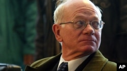 افغانستان میں امریکہ کے سابق سفیر رونلڈ نیومین۔ فائل فوٹو