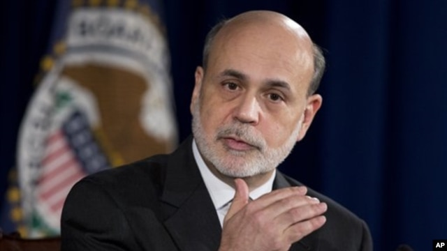 Federal Reserve Chairman Ben Bernanke gestures as he speaks during a news conference at the Federal Reserve Board in Washington,  December 12, 2012.