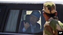 Sekretaris Jenderal PBB Ban Ki-moon tiba di kamp pengunsi Smara dekat Tindouf, Aljazair (5/3). (AP/Toufik Doudou)