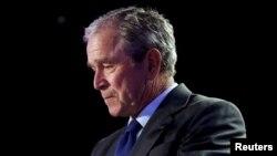 جرج بوش بعد از حمله به افغانستان، در سال ۲۰۰۳ دستور حمله آمریکا به عراق را صادر کرد.