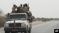 지난 6일 차드군이 나이지리아 접경 지역으로 이동하고 있다. (자료사진)