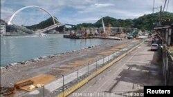 Jembatan Nanfang'ao di Suao, Taiwan, saat ambruk, 1 Oktober 2019. (Foto: dok).