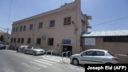 Sebuah gambar yang diambil pada 30 Juni 2020, menunjukkan gedung sekolah Our Lady of Lourdes di kota Zahle, Lebanon, di wilayah Bekaa tengah. (Foto: AFP/Joseph Eid)