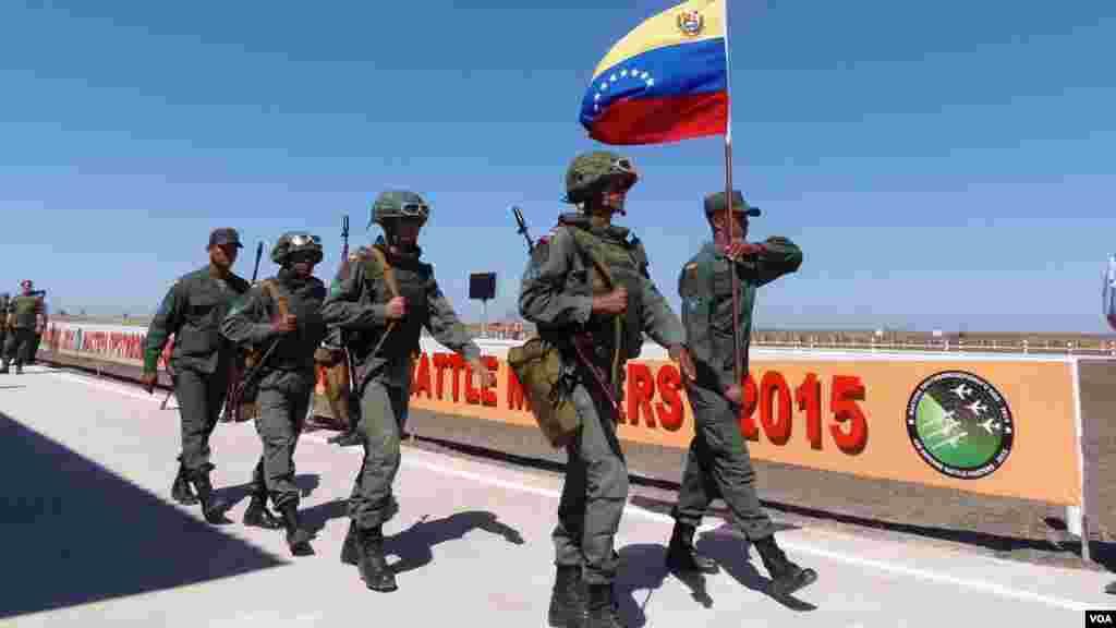 委内瑞拉士兵参加防空部队比赛。