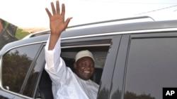 Le président gambien Adama Barrow à Banjul, en Gambie, le 6 avril 2017.