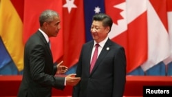 Presiden China Xi Jinping (kanan) dan Presiden AS Barack Obama pada KTT G20 Summit di Hangzhou, Zhejiang, China, Minggu (4/9).