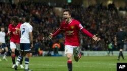 El español Abder Herrera abrió el camino del triunfo para United ante el Preston.