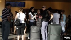 El gobierno cubano también anunció una propuesta que permitiría a los cubanos viajar a distintos destinos fuera de la isla en calidad de turistas.
