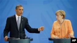Presiden AS Barack Obama (kiri) dan Kaselir Jerman Angela Merkel dalam konferensi pers bersama di Berlin, Jerman hari Rabu (19/6).