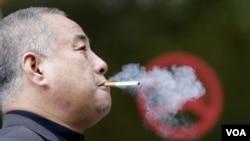 Se estima que unas 443,000 mueren cada año a consecuencia del cigarrillo.
