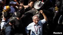 Pemimpin protes anti-pemerintah Thailand, Suthep Thaugsuban, memimpin aksi protes di Bangkok 23/1).