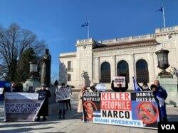Opositores nicaragüenses se manifestaron el viernes 11 de enero de 2019 frente a la OEA.