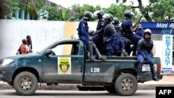 La police disperse les étudiants de l'Institut supérieur d'architecture et d'urbanisme