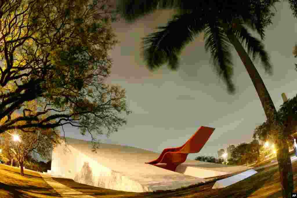 Arhivska fotografija iz oktobra 2007. pokazuje Auditorium Ibirapuera u San Paolu, koji je projektirao Oscar Niemeyer.