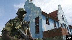 2012年10月23日一名士兵在剛果東部M23反政府武裝運動訓練營外
