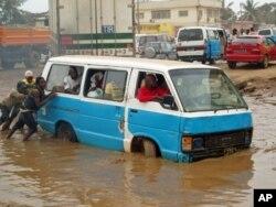 Hoji Ya Henda, Kazenga, Luanda