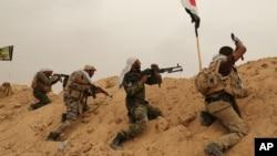 Pasukan Irak dan milisi Syiah terlibat pertempuran dengan militan ISIS di pinggiran kota Fallujah, provinsi Anbar (1/6).