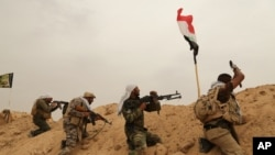 伊拉克什叶派民兵和伊斯兰国武装在费卢杰外围交战(2015年6月1日)