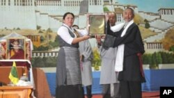 "Deputy Speaker of the Tibetan Parliament Mrs Gyari Dolma (L) presents TYC's ""Rangzen"" trophy to Mr Lhasang Tsering (R) during the opening function TYC general body meeting in Dharamsala, India, Monday, August 2, 2010."