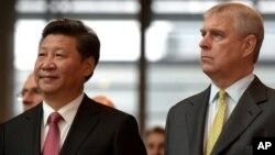 中國國家主席習近平和英國安德魯王子(2015年10月21日 資料照片)