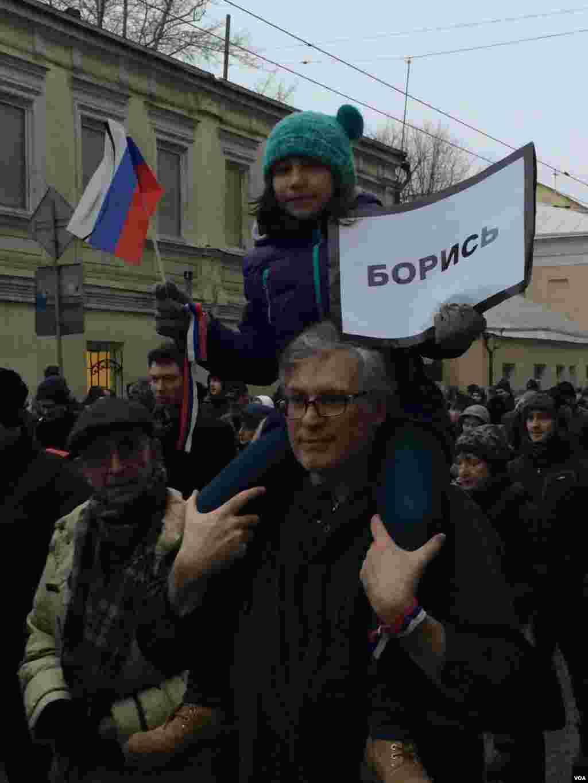 Многие пришли на марш памяти Бориса Немцова с детьми