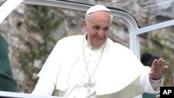 El papa Francisco visita Asís en el día de la festividad del patrón de Italia San Francisco de Asís.