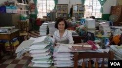 Loeung Sokmenh, Deputy Director of the Tuan Hoa school in Phnom Penh, June 9, 2015. (Photo: N. Vannarin / VOA)