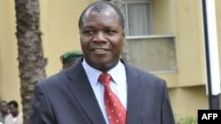 Albert Mabri Toikeusse, nouveau ministre ivoirien de la Planification et du Développement, arrive à une réunion du Cabinet, à Abidjan, le 6 décembre 2010.