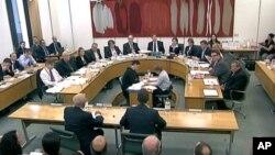 默多克和他的儿子在英国议会作证
