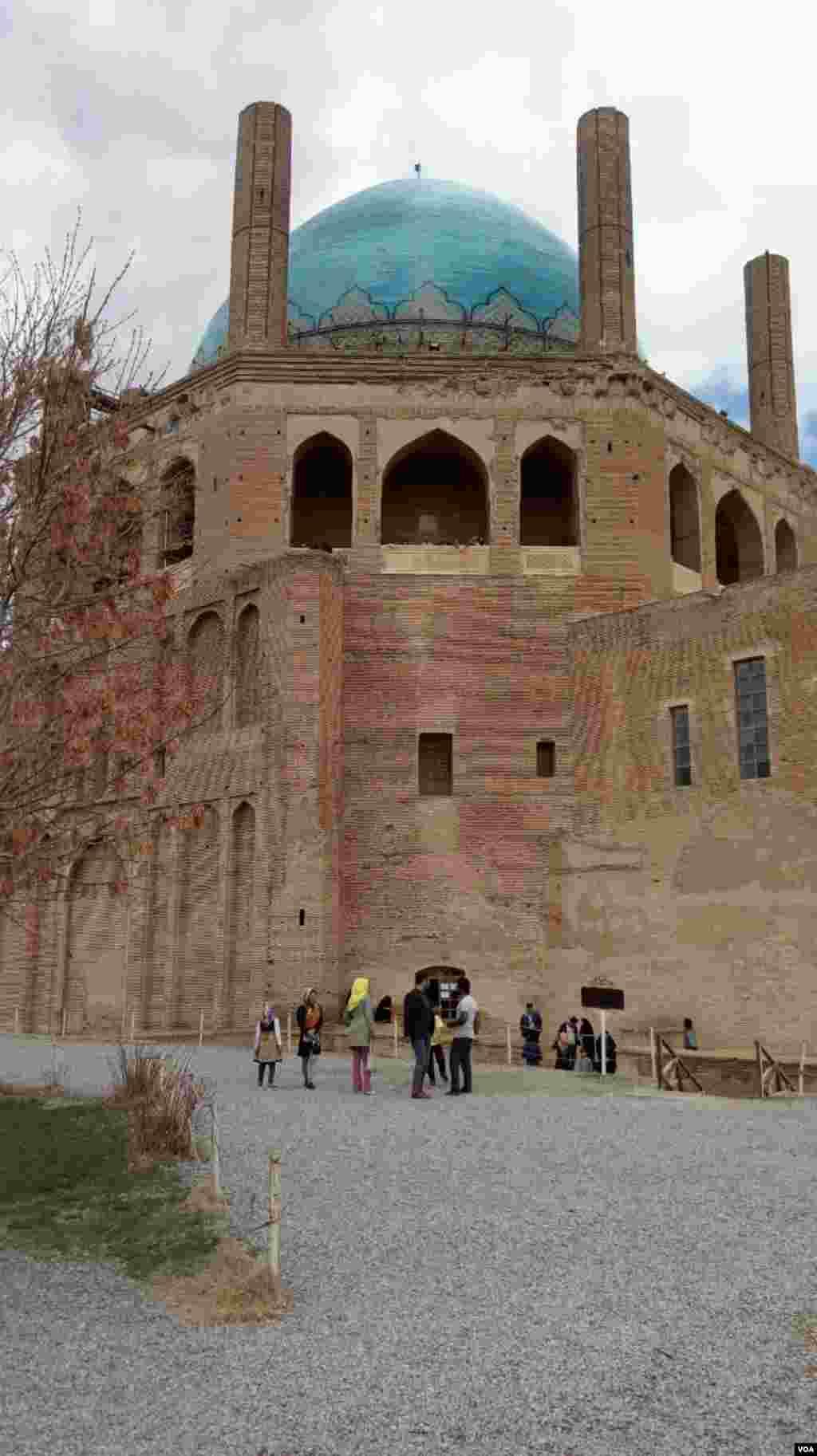 گنبد تاریخی سلطانیه در زنجان عکس: عباس (ارسالی از شما)