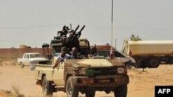 Anti-Qəzzafi qüvvələr loyalistlərin istehkamı olan Sirte yaxınlığında