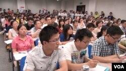 北京高校加强校园政治思想工作抵抗西方价值观念影响(美国之音东方拍摄)