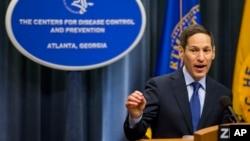 토마스 프리든 미 질병통제예방센터(CDC) 센터장이 지난달 1일 애틀란타에서 열린 지카 바이러스 대책회의 후 기자회견을 하고 있다. (자료사진)