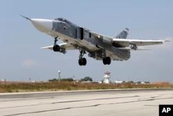 ຮູບນີ້ໄດ້ມາຈາກເວັບໄຊທ໌ຂອງ ກະຊວງປ້ອງກັນປະເທດ ຣັດເຊຍ ວັນທີ 6 ຕຸລາ 2015, ເຮັອບິນຮົບ SU-24M ຂອງ ຣັດເຊຍ ບິນຂຶ້ນຈາກຖານທັບອາກາດ Hmeimim ໃນ ຊີເຣຍ.