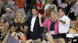 Слева направо: Дженна и Пол Райан, Энн и Митт Ромни