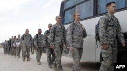 Американские военнослужащие на авиабазе западнее Багдада готовятся к возвращению домой. Ноябрь 2011г.