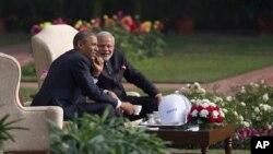 """نارندرا مودی (راست) ماه گذشته به روزنامه وال استریت جورنال گفت که او و باراک اوباما """"دوستی ویژه ای"""" دارند."""