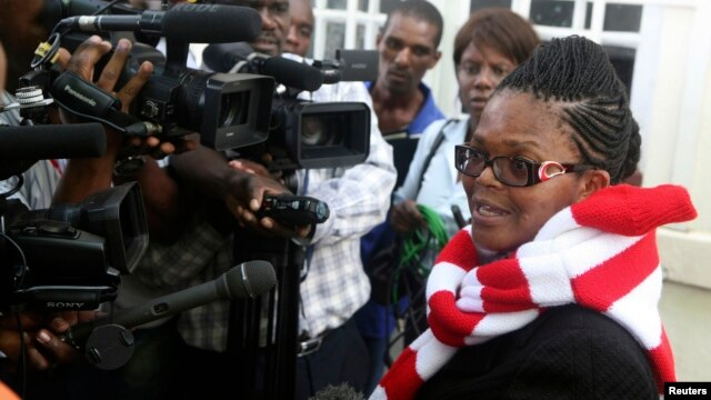 Zimbabwe's Lawyers For Human Rights Board Member Beatrice Mtetwa speaks to the media outside the High Court after she was granted a $500 bail in Harare, March 25, 2013.