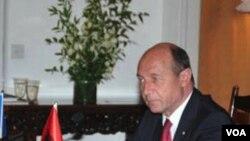 Presiden Rumania Traian Basescu (foto: dok) mengatakan hanya akan menggunakan pinjaman baru jika benar-benar diperlukan.