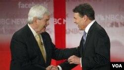 Newt Gingrich recibió el apoyo explícito del gobernador de Texas, Rick Perry quien abadonó su campaña por la nominación repuiblicana.