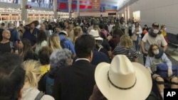 Redovi na aerodromu u Dalasu, u Teksasu (Foto: Austin Boschen via AP)