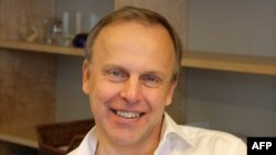 Ông Herrström nhận định rằng một nền báo chí chuyên nghiệp giúp phát triển 'tính dân chủ của xã hội'.