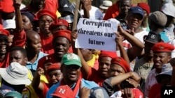 Warga melakukan unjuk rasa anti korupsi di Pretoria, Afrika Selatan (foto: dok).